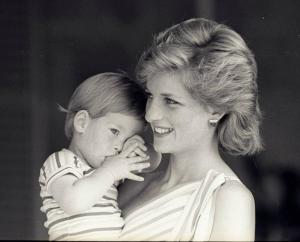 Princess-Diana-with baby harry
